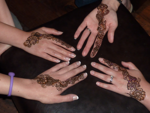 Bollywood-mendhi-hands